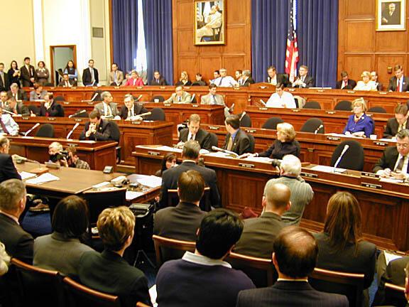 C'est dans une salle de réunion pour les auditions au Congrès des Etats-Unis que les parlementaires ont auditionné ce 19 juin Ta-Nehisi Coates et Danny Glover.