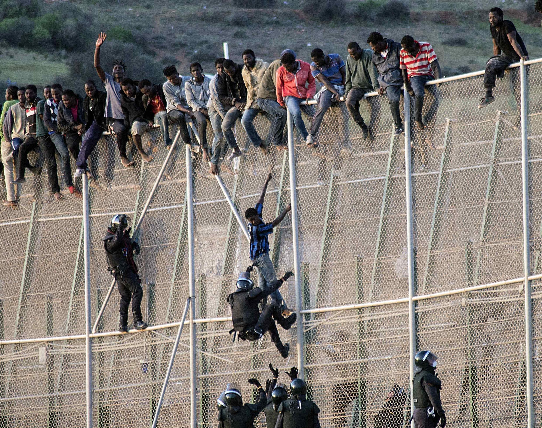 Des migrants voulant rejoindre l'Europe par Melilla, le 15 octobre 2014.