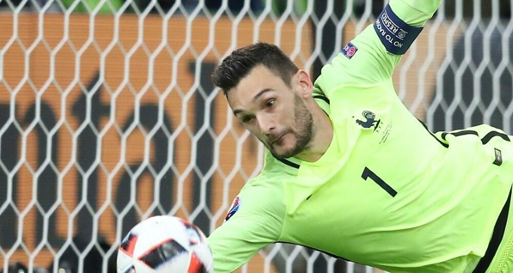 Hugo Lloris defende chute na partida de ontem