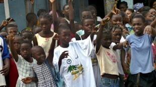Des enfants assistant à la Tropicale Amissa Bongo.
