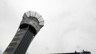 В Индонезии авиадиспетчер спас самолет во время землетрясения, но погиб сам