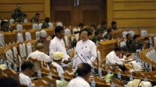 缅甸卸任议会告别