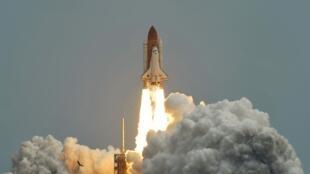 A Atlantis partiu para uma viagem de doze dias, levando quatro astronautas à bordo.