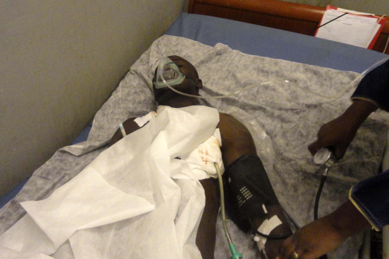 Un blessé, soigné à l'hôpital de Gao, au Mali, le 27 janvier 2015.