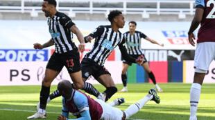 Newcastle celebrate their late winner against West Ham