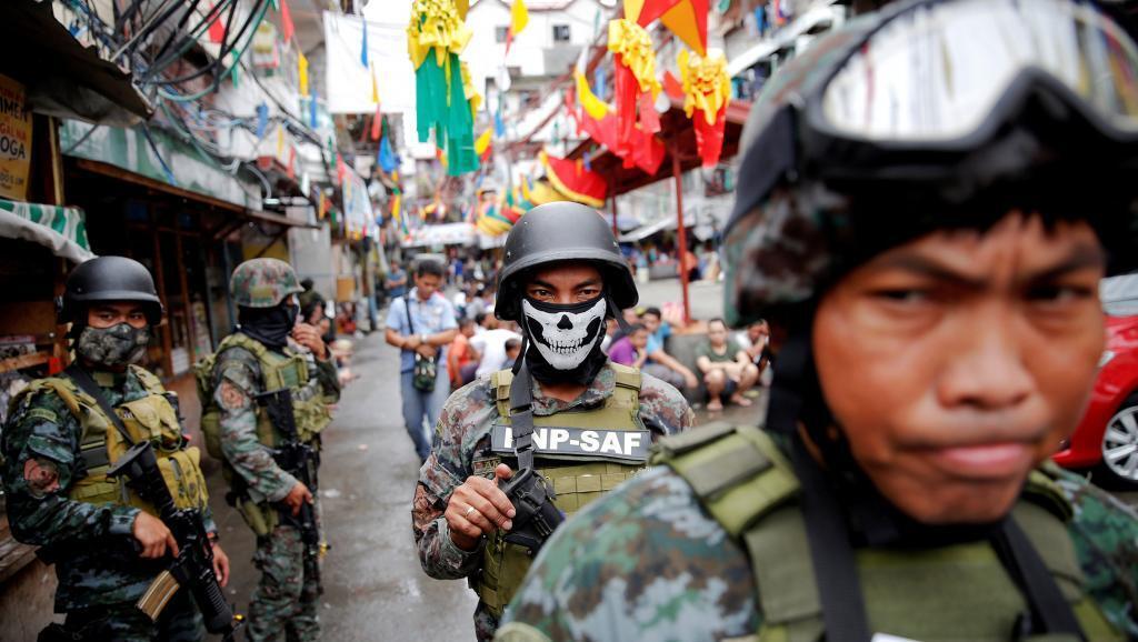 Soldats philippins engagés dans la guerre contre les trafics de drogues.