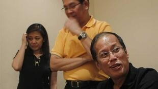 In the lead - Benigno Aquino with members of his family
