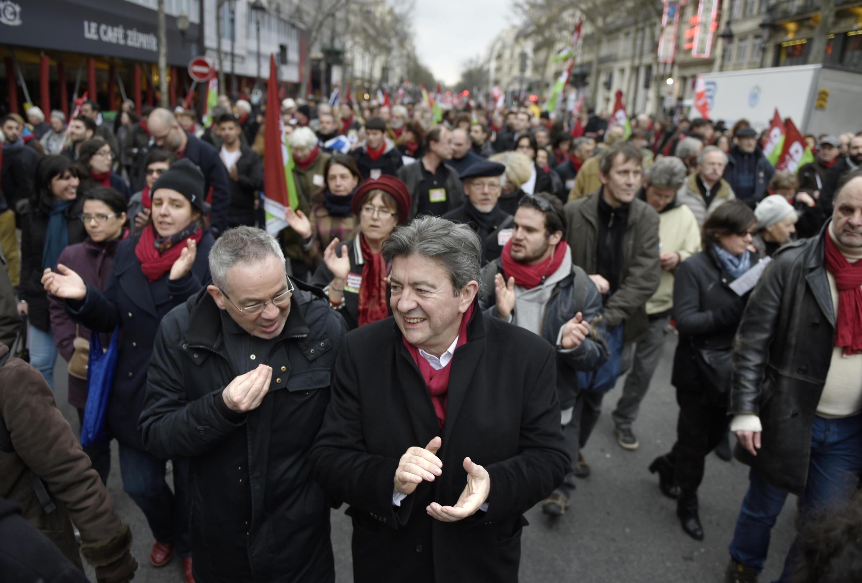 Jean-Luc Mélenchon dans le cortège parisien en soutien à la Grèce, le 15 février 2015.