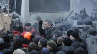 Виталий Кличко среди митингующих 19/01/2014 (архив)