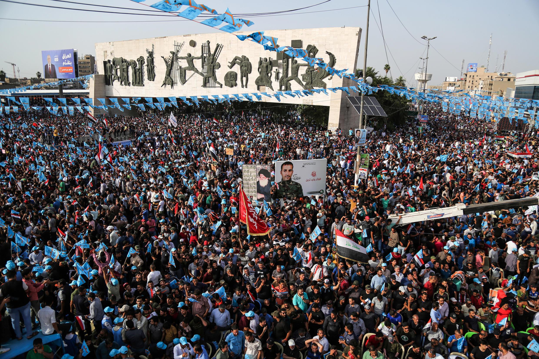 """Apoiadores da coalizão """"Marcha para as reformas"""" em Bagdad"""