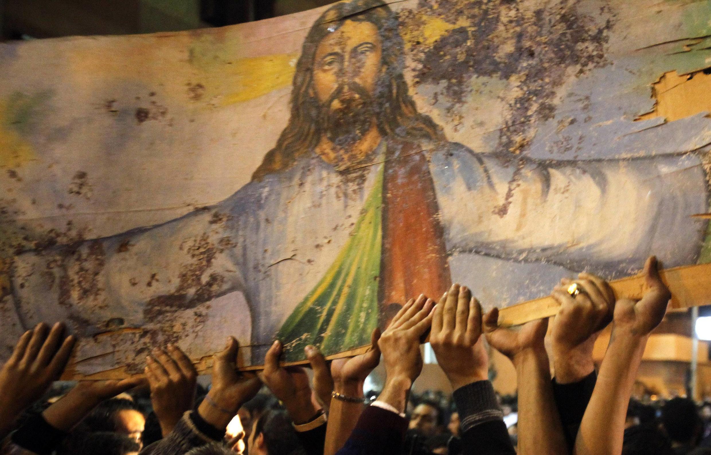 Manifestação diante da igreja Copta em Alexandria, no dia 2 de janeiro de 2011.