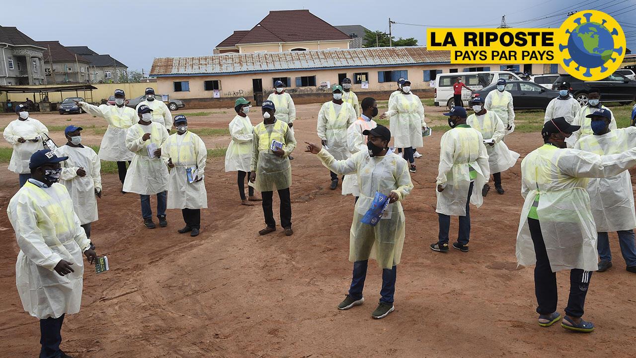 Le directeur général de l'Agence de protection de l'environnement de l'État de Lagos lors d'une session de formation sur les mesures visant à freiner la propagation du coronavirus à Odoguyan, le 30 avril 2020.