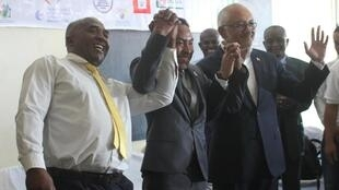 Trois candidats à la mairie d'Antananarivo, Eliace Ralaiarimanana, Faniry Rakotoarisoa et Naina Andriantsitohaina ont signé la charte de bonne conduite.