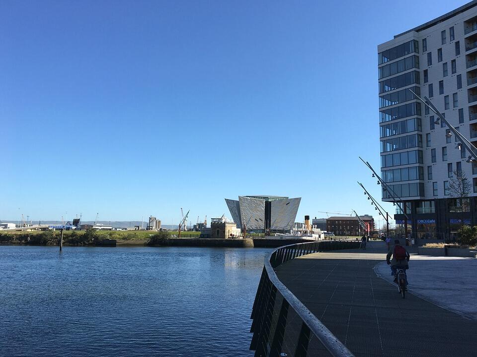 Vue du musée Titanic à Belfast.