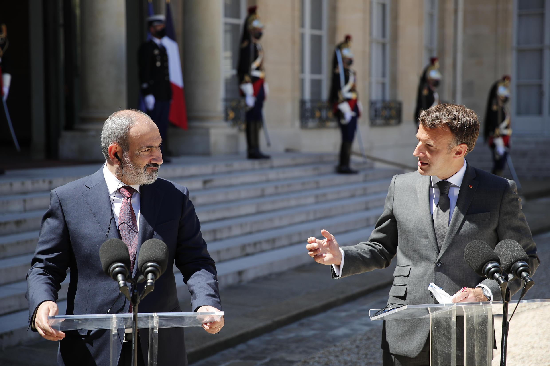 Macron Pashinyan