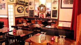 La salle du restaurant «Le Stendhal», à Paris, qui met «les deux cultures dans l'établissement et dans l'assiette».