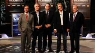 Les candidats à la présidence Gustavo petro, Ivan Duque, German Vargas Lleras, Sergio Farjado et Umberto de la Calle pendant le débat télévisé organisé par le quotidien El Tiempo à Bogota, le 24 mai 2018.