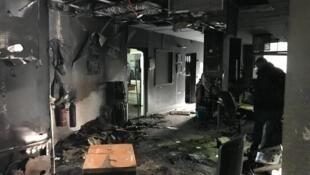 Rés-do-chão da Radio France Bleu, em Grenoble, destruído por incêndio criminoso, a 28 de janeiro