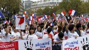 Des milliers de membres de la communauté chinoise ont laissé exprimer leur colère dans les rues de Paris contre le racisme dont ils sont victimes.