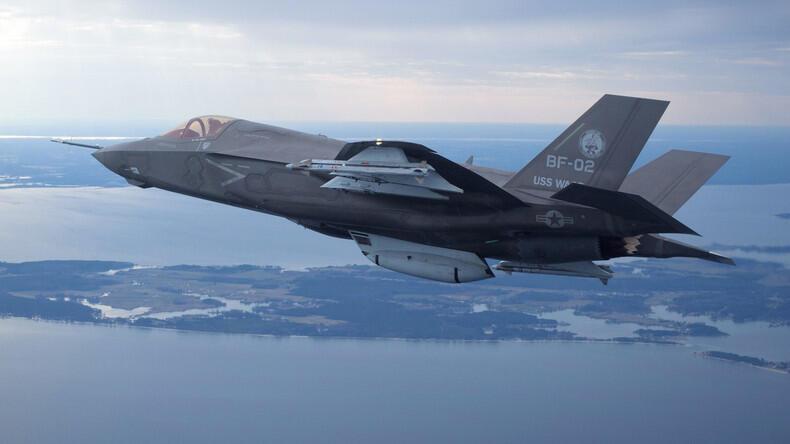 """یک هواپیمای جنگنده """"اف-٣۵"""" آمریکایی. (عکس تزئینی است)"""