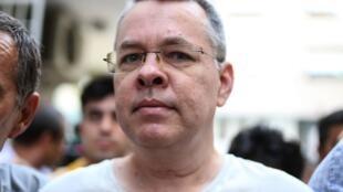 Le pasteur Andrew Brunson, ici le 25 juillet 2018 à Izmir, a été libéré et s'apprête à gagner les Etats-Unis prochainement.