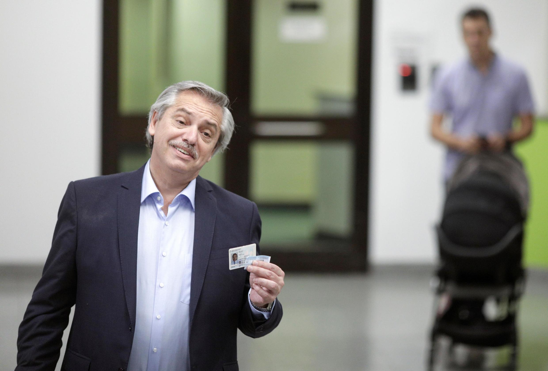 阿尔韦托·费尔南德斯2019年10月27号前往投票站投票