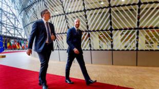 Le président du Conseil européen, Charles Michel (D) a rencontré, vendredi 26 juin, le président serbe Aleksandar Vucic à Bruxelles.