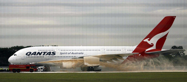 Superjumbo da A380 da Airbus realiza primeiro pouso de emergência em Singapura.