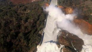 دیوارهای حفاظتی اطراف سد اوروویل در شمال کالیفرنیا در معرض خطر ریزش قرار دارند
