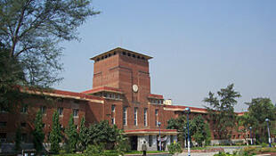 Le bâtiment principal de l'université de New Delhi.