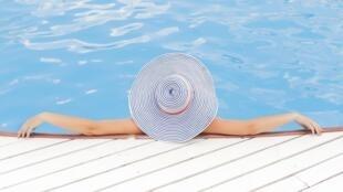 Na plataforma Swimmy, você escolhe se prefere uma piscina ou um equipamento de hidromassagem.