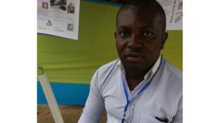 Ramel Ntondélé, fondateur du bureau d'études Elednot, présente son invention.