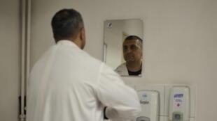 Professeur Najeebullah Bina, Chirurgien cardiaque à l'hôpital français de Kaboul - reportage Igor Strauss