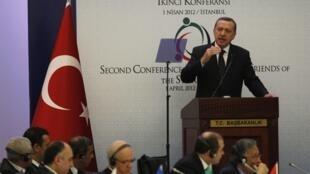 Fira Ministan kasar Turkiya Tayyip Erdogan a lokacin da yake gabatar da Jawabi a taron kasashe masu kawance da Syria