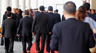 習近平與中方官員離開APEC峰會的會場2018年11月18日