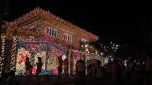 Une maison illuminée à l'approche des fêtes de Noël aux Philippines, près de la capitale Manille. (Image d'illustration)