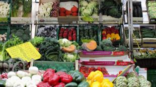 El 60 % de los alimentos tirados estaría en buen estado.
