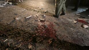 Mancha de sangre en el suelo, luego de un ataque suicida en la ciudad de Qamishli, Siria, 30 de diciembre de 2015.