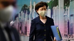 La cheffe de l'exécutif hongkongais Carrie Lam à la fin d'une conférence de presse à Hong Kong, le 31 juillet 2020.