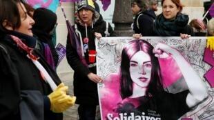 Phụ nữ tham gia cuộc biểu tình đòi bình quyền nam nữ nhân ngày Quốc Tế Phụ Nữ 08/03/2020 tại Paris (Pháp).