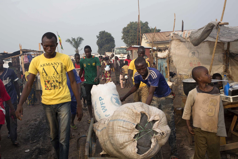 Người dân Trung Phi chạy loạn do các cuộc bạo động sắc tộc - tôn giáo. Ảnh chụp ngày 26/02/2014.