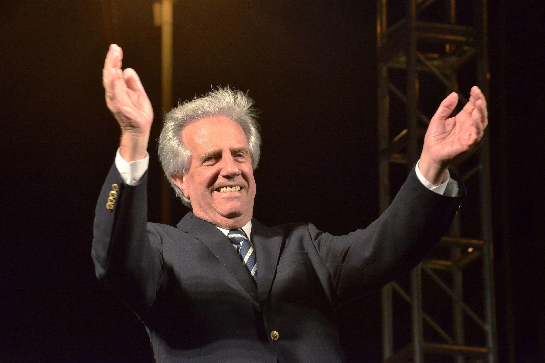 Tabaré Vázquez festeja su victoria en las elecciones presidenciales, este 30 de noviembre de 2014 en Montevideo.