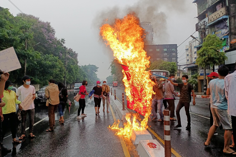 緬甸民眾星期一繼續舉行抗議活動
