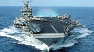 Le porte-avions américain George Washington.