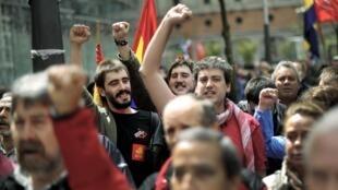 Espanhóis durante protestos em Bilbao, em 29 de abril de 2012.