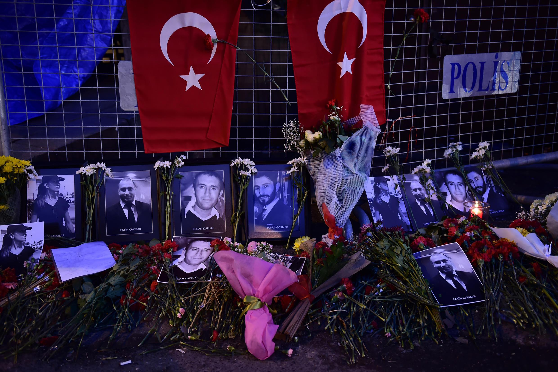 Homenagens às vítimas do atentado na Turquia