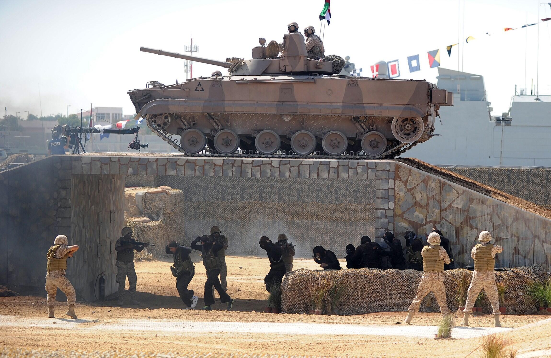 Военнослужащие ОАЭ на открытии салона вооружений, Абу-Даби, февраль 2013 г.