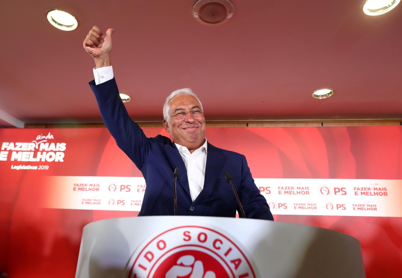 O primeiro ministro de Portugal Antonio Costa vence as eleições parlamentares de domingo, mas sem maioria absoluta. O socialista alcançou 36,6% dos votos.