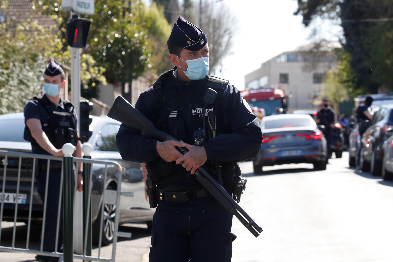 2021-04-24 france terrorism rambouillet stabbing police islamist security