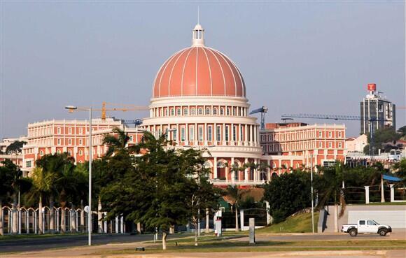 O edifício-sede da Assembleia Nacional de Angola em Luanda